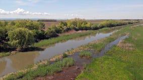 在Jegricka河和自然公园春天的,伏伊伏丁那,塞尔维亚,欧洲上的飞行 股票视频