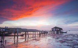 在Jelutong跳船槟榔岛的日出 库存图片