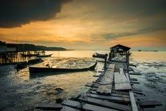 在Jelutong跳船的日出 免版税库存照片