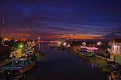 在jepara港口的bluehours 免版税图库摄影