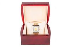在jewelery箱子的金刚石手表 库存图片