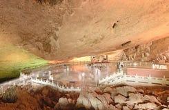 在Jiuxiang钟乳石洞的Jiuxiang中国大正方形 库存照片