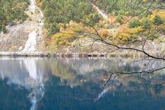 在jiuzhaigou,中国的秋天 库存图片