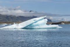 在Jokulsarlon的融化冰河 免版税库存图片