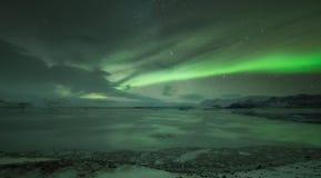 在Jokulsarlon盐水湖的极光borealis在冰岛 库存照片
