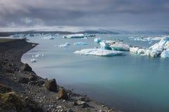 在Jokulsarlon,冰岛的冰山 库存图片
