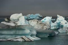 在Jokulsarlon,冰岛的冰山 库存照片