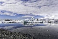 在jokulsarlon -冰川盐水湖冰岛的早晨 库存图片