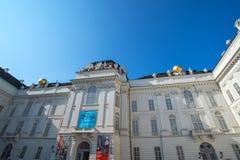 在Josefsplatz的奥地利国立图书馆老入口在奥地利2017年9月 免版税库存照片