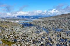 在jotunheimen的水在夏天在挪威 免版税库存照片
