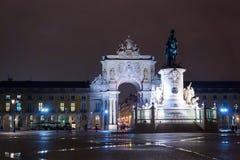 在Joze I,里斯本,葡萄牙国王均匀照明的商务正方形和雕象的看法 库存图片