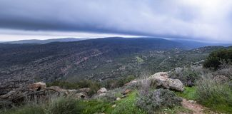 在Judean小山的雨云 库存照片