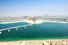 在Jumeirah棕榈人造海岛上的看法 免版税库存图片