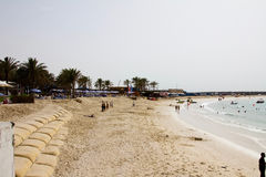 在Jumeirah海滩区域的干净的射击在迪拜,阿拉伯联合酋长国 免版税库存图片