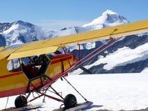 在jungfraujoch登陆的飞机 图库摄影