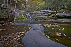 在Kaaterskill上面的秋天 库存图片