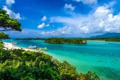 在Kabira盐水湖的绿色水在天堂海岛  库存照片