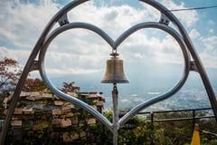 在Kachi Kachi索道观点的心脏响铃在Kawaguchiko,日本 库存图片