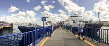 在Kadikoy口岸的快速的渡轮 旅行在Ist之间欧洲和亚洲口岸的小船  免版税库存图片