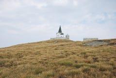 在Kajmakchalan峰顶的教会, WWI争斗的地方 免版税库存图片