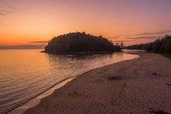 在Kala海岛的惊人的日落 layan的海滩 免版税库存照片