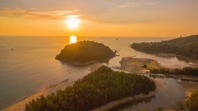 在Kala海岛的惊人的日落 layan的海滩 库存照片