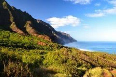 在Kalalau海滩-考艾岛,夏威夷附近的Na梵语海岸 免版税图库摄影