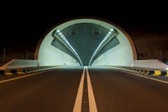 在Kalba -沙扎高速公路,阿拉伯联合酋长国的一个隧道 库存图片