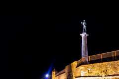 在Kalemegdan堡垒的胜者纪念碑在晚上 贝尔格莱德, S 免版税图库摄影
