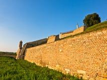 在Kalemegdan从下面堡垒墙壁的一个看法,贝尔格莱德 免版税库存图片