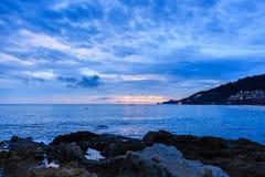 在Kalim海滩,普吉岛,泰国的美好的日落 免版税图库摄影