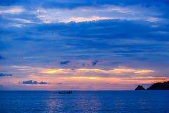 在Kalim海滩,普吉岛,泰国的美好的日落 库存照片