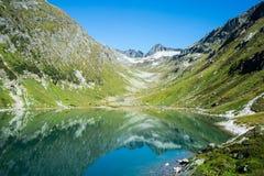 在Kals,奥地利附近的湖Dorfersee 库存照片