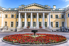 在Kamenny海岛上的Kamennoostrovsky宫殿在圣彼德堡 免版税图库摄影