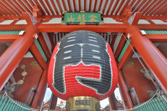 在Kaminarimon的葡萄酒巨型的纸灯 免版税库存照片