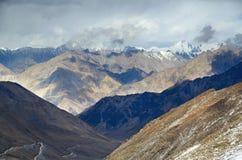 在Karakorum喜马拉雅山范围的视图 免版税库存图片