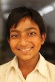 在Karauli附近的微笑的男孩在印度 免版税图库摄影
