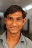 在Karauli附近的微笑的男孩在印度 免版税库存照片