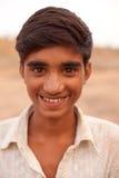 在Karauli附近的愉快的印第安男孩在印度 库存图片