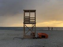 在Karavostasi海滩希腊的救生员塔 库存图片