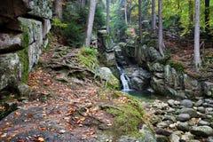在Karkonosze山的Podgorna瀑布在波兰 免版税库存照片