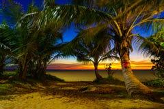 在Karon海滩普吉岛的日落 免版税图库摄影