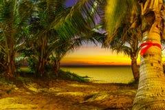 在Karon海滩普吉岛的日落 免版税库存图片