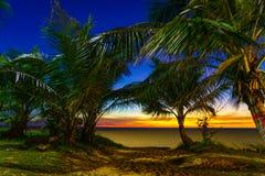 在Karon海滩普吉岛的日落 免版税库存照片
