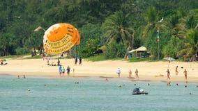 在Karon海滩的旺季在普吉岛 影视素材