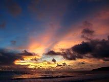 在Karon海滩,普吉岛,泰国的日落 免版税库存图片