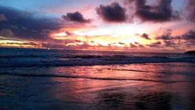 在Karon海滩,普吉岛,泰国的日落 免版税图库摄影