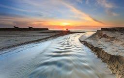 在Karon海滩的美好的日落在普吉岛 库存图片