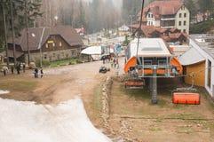 在Karpacz山的滑雪电缆车 库存图片