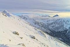 在Kasprowy扎科帕内Wierch上的云彩在Tatra在wint登上 图库摄影
